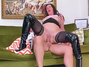 Mature brit rides coupled with tugs flannel for cum