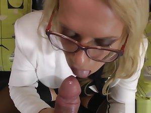 Stockinged english milf blows big dick
