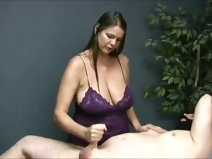 Turned me on watching that buxom masseuse jack off her client on camera