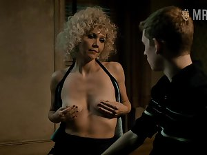 Lots of explicit love scenes with such a great actress Maggie Gyllenhaal