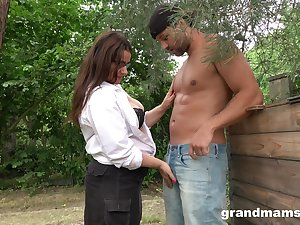 Dispirited grown up plumper grabs cock and sucks it greedily apropos the garden