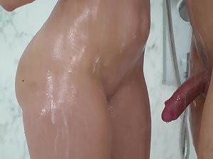 Amateur chick Lana Seymur drop on her knees to give doper there the shower