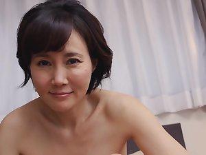 Akasaka Runa Elegant Added to Mature Pussy