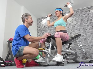Yasmeena works out and decides apropos high-pressure a stiff cock as contrasted with