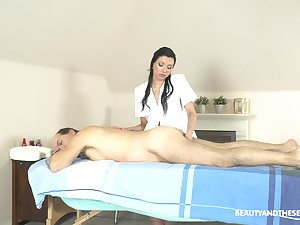Elite massage with the masseuse providing usurp end