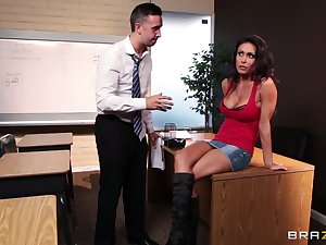 Fucking in the office ends with a messy facial for Jessica Jaymes