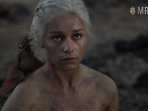 Awesome scene from GOT blonde Emilia Clarke flashing her nude body