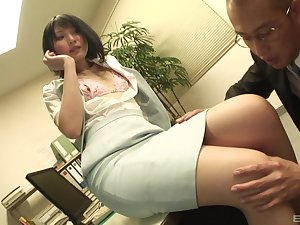 Secretary drops above her knees relating to swell up a Hawkshaw and gets fucked from behind